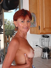 Redheaded milf kate spreads..